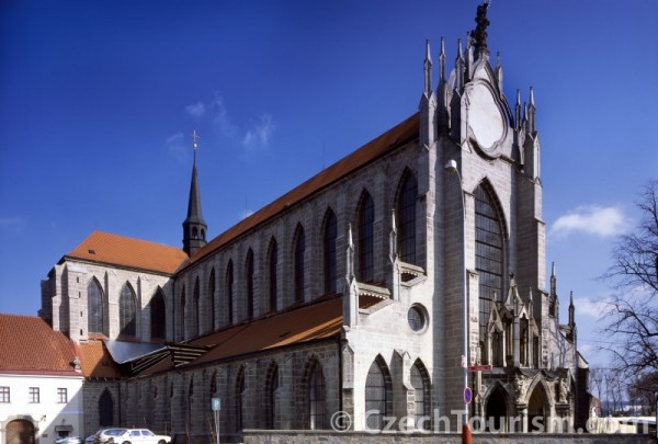 kutna_hora_-_sedlec_-_katedrala_nanebevzeti_panny_marie_800x540