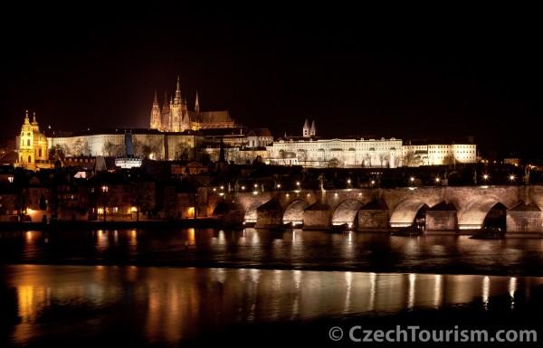 praha_-_karluv_most_a_prazsky_hrad_[4548x2924]