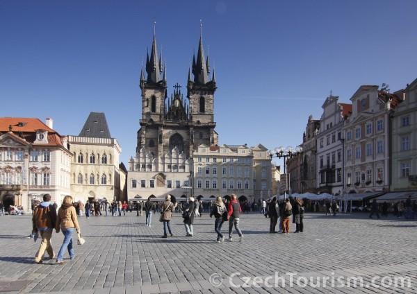 Prag - Jungfrau Maria vor dem Theyn Kirche